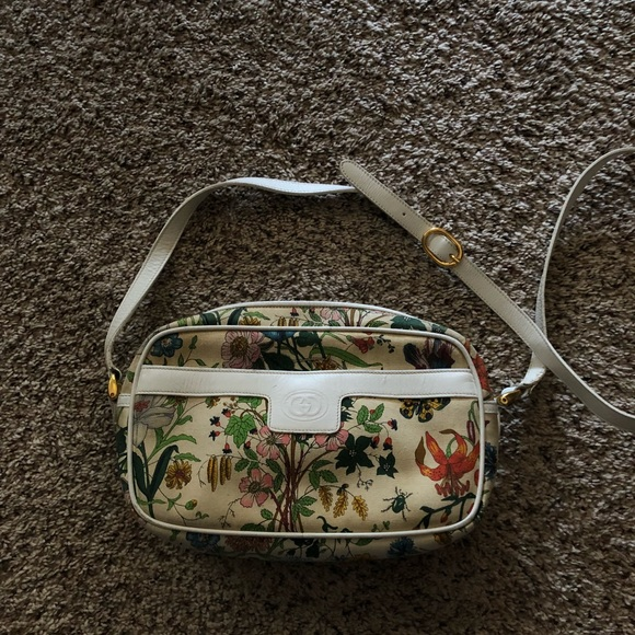 58103900e Gucci Handbags - GUCCI FLORAL CROSSBODY! RARE
